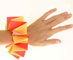 Make a Red and Gold Paper Bracelet - children's paper folding craft for Chinese New Year Pig Crafts, New Year's Crafts, Cute Crafts, Chinese New Year Activities, New Years Activities, Culture Activities, Paper Bracelet, Bracelet Crafts, Craft Projects For Kids