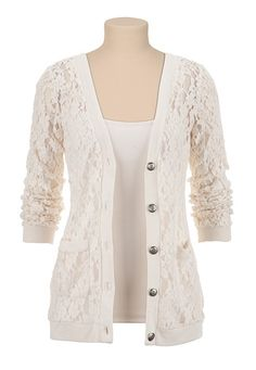 Wear a lace cardigan today! See how a lace cardigan can give your added appeal right here. Cardigan Floral, Lace Sweater, Comfy Sweater, Pretty Outfits, Cute Outfits, Blazers, Schneider, Modest Outfits, Look Cool