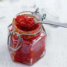 Vahva chilitahna - Reseptejä Preserves, Chili, Food And Drink, Jar, Dinner, Drinks, Recipes, Koti, Christmas Foods
