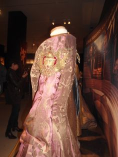 Side/back (taken at GoT Exhibition Toronto Game Of Thrones Cersei, Game Of Thrones Costumes, Game Costumes, Mother Of The Groom Gowns, Cersei Lannister, Collar Dress, Purple Wedding, Costume Design, Masquerade