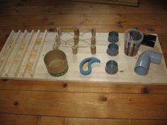 2009, Labyrinth aus Korken und Paketband, Holzlabyrinth, Abflußrohren, Abflußrohrkappen, Türstopper, Pappdose,Plastikbecher