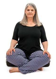 Want to learn yoga sequencing from a pro? Master teacher Cyndi Lee combines asana and Tibetan Buddhism to create slow flow vinyasa classes with a contemplative touch. Yoga For Beginners Flexibility, Yoga Poses For Beginners, Yoga Terminology, Yoga Master, Sister Quotes, Daughter Quotes, Mother Quotes, Father Daughter, Family Quotes