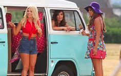 The Saturdays filming with a retro looking Volkswagen camper van on Blackheath Common. Frankie Sandford, Mollie King, Volkswagen Minibus, Vw T1, Rochelle Humes, Hot Vw, Pop Rock, Girl Poses, Looks Great
