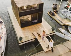 SMALL PREFAB FLOATING HOME - WATERFRONT HOMES⠀ The KODA Light Float opens up the opportunity of using urban or countryside waterfront space. The architecture, design and engineering skills combined enable living near a favourite yacht harbour, on a privat Prefab Cabins, Prefab Homes, Modular Homes, Tiny House Rheinau, Tiny House Design, Boat House, Hen House, Tiny Houses, Movable House