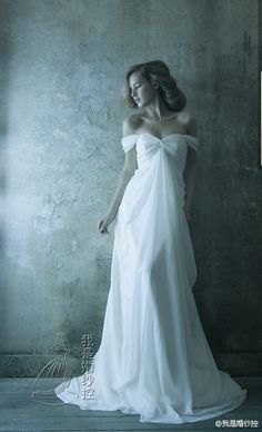 So gorgeous of a wedding dress!