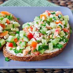 Open Faced Veggie Sandwiches – guilt free and delicious lunch. Healthy open faced sandwiches with cucumbers, tomatoes, cream cheese and feta cheese. Veggie Sandwich, Sandwich Recipes, Lunch Sandwiches, Salad Sandwich, Open Faced Sandwich, Good Food, Yummy Food, Tasty, The Best