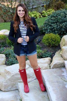 Red Hunter Rain Boots, Wellies Rain Boots, Rainy Day Fashion, Autumn Fashion, White Outfits, New Outfits, Sweet Caroline, White Turtleneck, Dark Denim Jeans