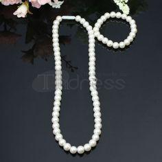 Generous beige pearl necklace set