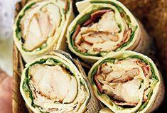 Caesar salát ani nemusíme představovat. Pokud máte rádi jeho chuť, ale máte větší hlad, pak právě pro vás je určen caesar wrap. Pro lehký oběd je totiž jak stvořený. Kefir, Pesto, Cucumber, Vegetables, Vegetable Recipes, Zucchini, Veggies