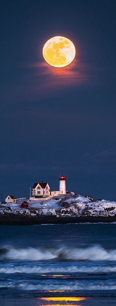 Full #moon, Nuble #Lighthouse - #Maine, USA…