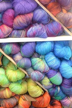 purlcityyarns:    Araucania Ranco sock - a vibrant variegated sock yarn, that has a mottled effect when knitted up.