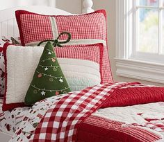 Count down the days until Christmas with Pottery Barn Kids' Christmas bedding. Shop duvets, pillows and more in festive prints that will get you in the Christmas spirit. Cozy Christmas, Christmas Fashion, Green Christmas, Country Christmas, All Things Christmas, Christmas Holidays, Norwegian Christmas, Celebrating Christmas, Pottery Barn Kids
