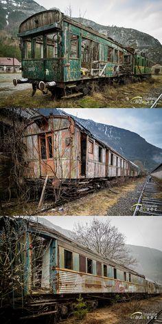 No solo laestaciónde Canfranc a estado abandonada y deteriorándose las ultimasdécadas, también vagones, vías, maquinas, etc.. que hay en todo el recinto