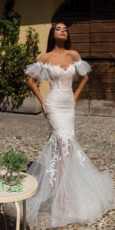 weddingdress sleeves Wedding Dresses 2019 - The White Bridal Collection. Mermaid lace wedding dress with tulle skirt off the shoulder cold shoulder bell sleeves sweetheart neckline See more gorgeous wedding dresses by clicking on the photo Mermaid Beach Wedding Dresses, Mermaid Dresses, Dream Wedding Dresses, Bridal Dresses, Wedding Gowns, Lace Wedding, Wedding White, Dresses Dresses, Evening Dresses