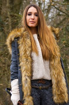 Frühling Fur Coat, My Style, Jackets, Fashion, Seasons Of The Year, Down Jackets, Moda, Fashion Styles, Fashion Illustrations