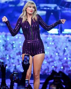 Taylor Swift Photo Gallery: Click image to close this window Taylor Swift Hot, Photos Of Taylor Swift, Taylor Swift Concert, Taylor Swift Wallpaper, Swift Photo, Jaden Smith, My Idol, Queens, Celebs