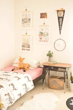 Cool kids room, can switch out the posters to update, use neutral colors for a shared boy/girl room Childrens Room, Deco Kids, Little Girl Rooms, Kid Spaces, Kids Decor, Decor Ideas, Boy Room, Child Room, Girls Bedroom