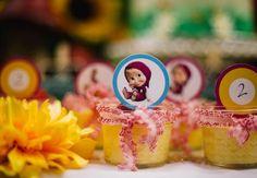 Convites, decorações, bolos, doces e lembrancinhas para uma linda festa da Masha e o Urso! Inspire-se nessas ideias e prepare sua comemoração!