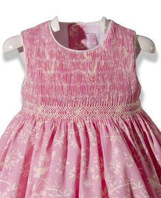 Vestido rosa bordado en punto Smock