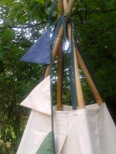 Bambuszból, lenvászonból és fiús színekből.