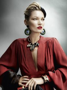 Kate Moss: a la mode - Vogue UK by Mario Testino, August 2011 Mario Testino, Vogue Uk, Vogue Photo, Foto Fashion, Fashion Moda, Fashion Beauty, Fashion Blogs, Vogue Fashion, Fashion Brand