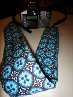 DIY padded camera strap tutorial.....Making one today!  May make another out of my husband's old tie.