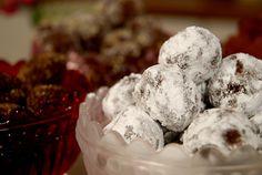 Minttryffel a la Leila Coconut Hot Chocolate, Hot Chocolate Mix, Chocolate Cherry, Chocolate Cheesecake, Chocolate Desserts, Fresh Cherry Cobbler Recipe, Chocolate Snowballs, Snowballs Recipe, Blackberry Syrup