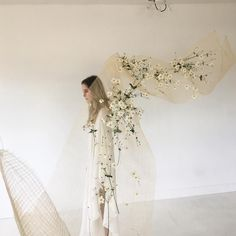 Looks like wire mesh and flowers are pushed through. Wedding Trends, Wedding Designs, Wedding Styles, Arte Floral, Dream Wedding, Wedding Day, Wedding Knot, Flower Installation, Modern Wedding Inspiration