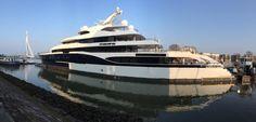 """""""@zouthapper: Mega Yacht #Symphony @PortOfRotterdam wachtend op passage #Erasmusbrug thv @KopvanZuid """" #NLRTM"""