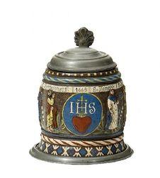 Keramik: Kleiner Apostelkrug. . Datiert 1665.