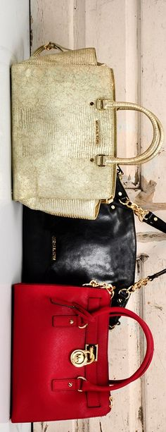 Toting Michael Kors ♥✤ | Keep Smiling | BeStayBeautiful Carteras Michael Kors, Black White Red, Women's Clothes, Other Accessories, Hand Bags, Fashion Backpack, Fendi, Clutches, Jewerly