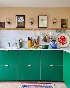 Green Kitchen Decor, Kitchen Colors, Kitchen Interior, Peach Kitchen, Howdens Kitchens, Ikea Kitchens, Plywood Kitchen, St Just, Peach Walls