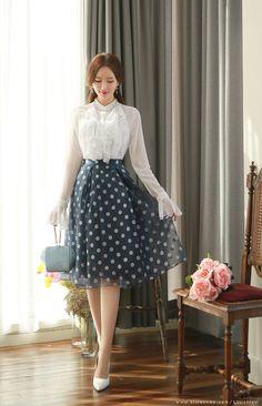 Here's Gorgeous korean fashion ideas Modest Outfits, Skirt Outfits, Modest Fashion, Girl Fashion, Fashion Dresses, Bridal Fashion, Korean Fashion Trends, Korea Fashion, India Fashion