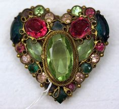 Brooch Heart…I am in LOVE with this heart! It is especially pretty to me. I love the colors and size and everything about it. Brooch Heart…I am in LOVE with… Vintage Costume Jewelry, Vintage Costumes, Antique Jewelry, Vintage Jewelry, Vintage Clothing, Art Beauté, I Love Heart, Bling, Heart Jewelry