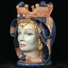 Teste di Moro Caltagirone. Ceramics of Sicily Shop www.ceramichesiciliane.online Sicilian, Ceramic Painting, Ceramic Plates, Sculpture Art, Artisan, Pottery, Statue, Hair Styles, Handmade