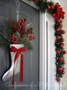 Christmas on the Porch Classy Christmas, Christmas Porch, Noel Christmas, Christmas Lights, Christmas Wreaths, Christmas Ornaments, Primitive Christmas, Modern Christmas, Country Christmas