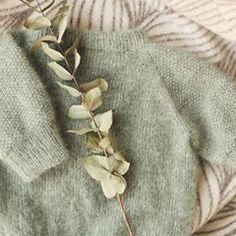 DROPS Design / Garnstudio (@dropsdesign) • Instagram photos and videos Baby Cardigan Knitting Pattern, Afghan Crochet Patterns, Knitting Patterns Free, Free Knitting, Free Pattern, Débardeurs Au Crochet, Pull Crochet, Crochet Diagram, Free Crochet