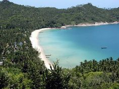 Book with us an Day Trip to Koh Phangan and explore one of the beauties Beach Tong Nai Pan.