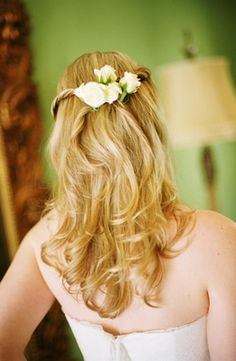 The bride fastened flowers in her hair leaving most of her hair down in soft waves Photo byShelly Kroeger Photography - Project Wedding