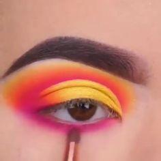 "eye makeup History of eye makeup ""Eye care"", in other words, ""eye make-up"" Makeup Eye Looks, Creative Makeup Looks, Eye Makeup Steps, Eye Makeup Art, Crazy Makeup, Edgy Makeup, Makeup Drawing, Formal Makeup, Make Makeup"