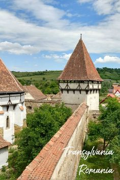 A beautiful medieval city in Transylvania. Things to do in Brasov Romania, where to stay, what to eat and what you can see and do near Brasov. Brasov Romania, Mall Of America, North America, Transylvania Romania, Romania Travel, Royal Caribbean Cruise, London Pubs, Summer Travel, Beach Travel