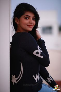 Athulya Ravi is an Indian actress who has appeared in Tamil films. After making her debut with Kadhal Kan Kattudhe Athulya has gone on to act in films including V. Cute Girl Poses, Girl Photo Poses, Girl Photos, Hd Photos, Beautiful Girl Photo, Cute Girl Photo, Beautiful Ladies, Stylish Girls Photos, Stylish Girl Pic