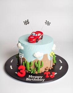 lightening mcqueen/cars cake
