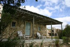 Long Thin Farm accommodation near Stilbaai, Western Cape. Long Thin Farm overlooks the Goukou River, from Stilbaai. And, judging by the gushing guest feedback, it looks like a Budget gem in the making. Farmhouse Plans, Farmhouse Design, Farm Stay, Holiday Places, Weekends Away, Park Homes, Weekend Getaways, South Africa, Houses