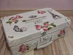 Resultado de imagen de valijas antiguan con decoupage