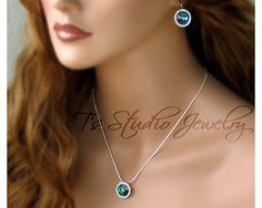 Hey, j'ai trouvé ce super article sur Etsy, chez https://www.etsy.com/ca-fr/listing/200121326/peacock-blue-rivoli-bridesmaid-necklace