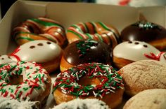 Christmas donuts with sprinkles? Christmas Donuts, North Pole Breakfast, Krispy Kreme, Jolly Holiday, Donut Shop, Coffee Cake, Afternoon Tea, Food Hacks, Sweet Tooth