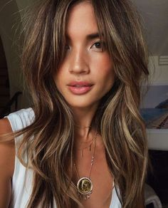 9 Stunning Brunette Shades For Your Next Hair Color Appointment – Star Style PH – Balayage Hair Styles Balayage Brunette, Balayage Hair, Brown Balayage, Brunette Bob, Brunette Color, Brunette Haircut, Summer Brunette, Sunkissed Hair Brunette, Golden Brunette