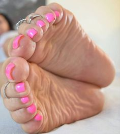 Our site is just for you, Perfect Cute Toes with Sexy Feet all in One Place. Pretty Toe Nails, Pretty Toes, Feet Soles, Women's Feet, Feet Nails, Toenails, Nice Toes, Foot Love, Barefoot Girls