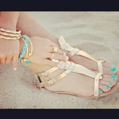 Turquoise and acqua blue is NOT ONLY perfect for tanned girls!! I love this pic!